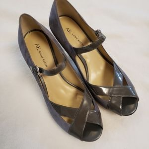 Anne Klein Gray Seude & Patent Leather Heels